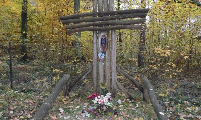 Krzyż w nieistniejącej wsi Miłków fot. Nadleśnictwo Oleszyce