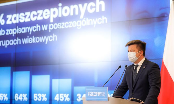 Minister przedstawił działania, które w najbliższym czasie zostaną podjęte, by zachęcić do szczepień przeciw COVID-19. fot. KPRM