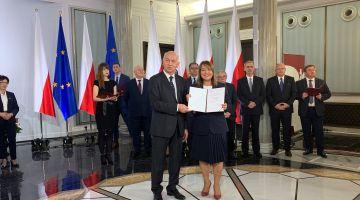 Teresa Pamuła odebrała zaświadczenie o wyborze na posła