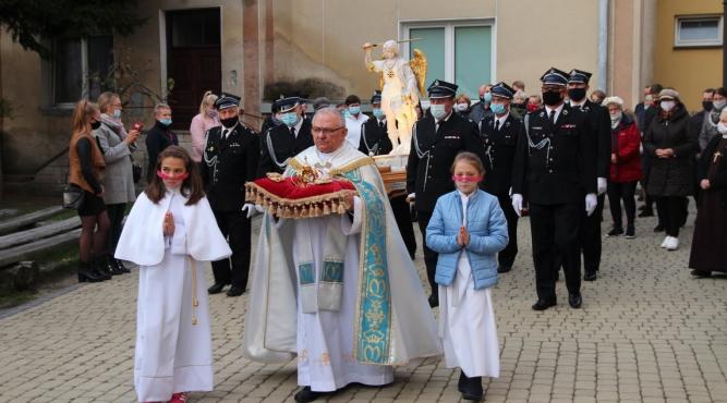 Nawiedzenie figury św. Michała Archanioła z Gargano w Oleszycach fot. Parafia Narodzenia Najświętszej Maryi Panny w Oleszycach