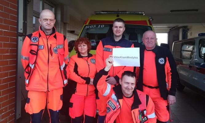 Ratownicy medyczni z Lubaczowa apelują #NieKłamMedyka