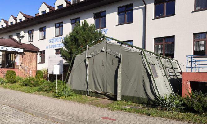 Pod szpitalem w Lubaczowie pobierane są wymazy