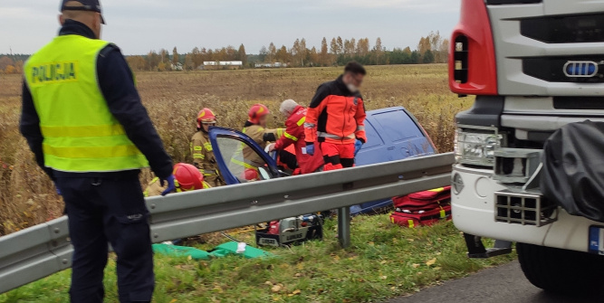 W wyniku wypadku poważne obrażenia odniósł 14-letni pasażer.