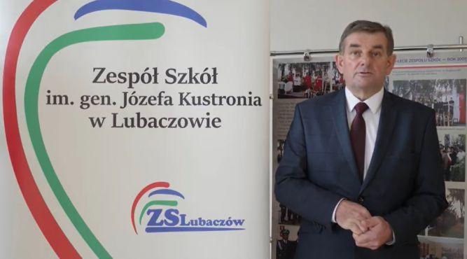 """Dyrektor ZS w Lubaczowie Andrzej Nepelski i kadr z transmisji gali konkursu """"Solidarna Szkoła 2020"""""""
